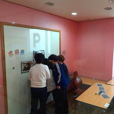 dracula-students-solving-puzzles-400x400 (2)