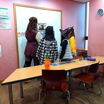 dracula-students-solving-puzzles-400x400 (4)