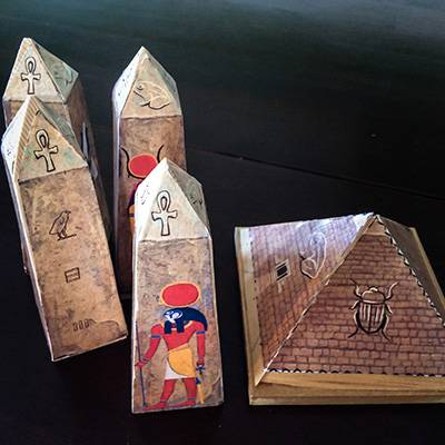 lost-mummy-DIY-pyramid-and-obelisk-1-400x400