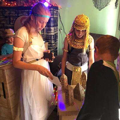 lost-mummy-adams-party-solving-puzzles-4-400x400