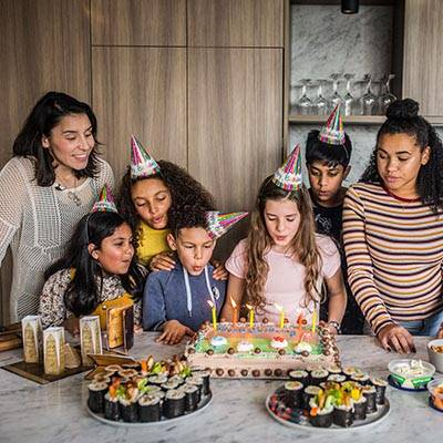 lost-mummy-children-party-cake-400x400 (10)